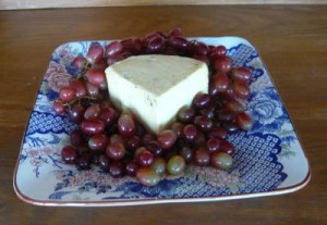 Aquasco Jack Cheese With Grapes