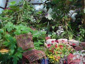 012-backyard-greenhouses-26-growingspaces.jpg-nggid0212-ngg0dyn-330x247x100-00f0w010c011r110f110r010t010.jpg